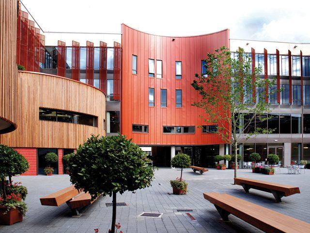aru_lordashcroft_courtyard2